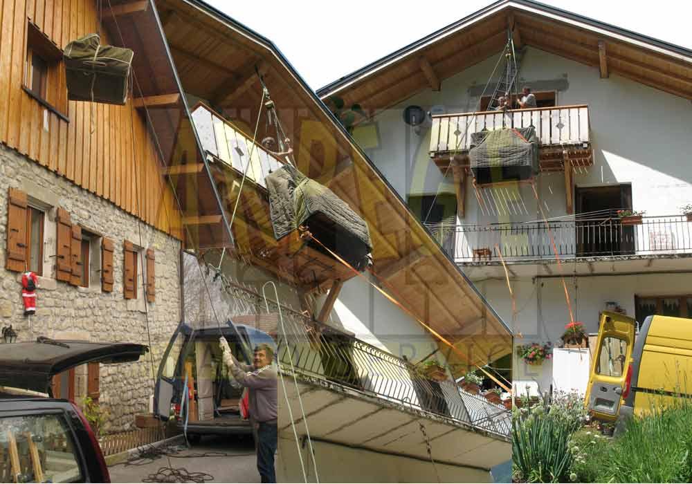 Manutention de piano pour port avec passage en façade à l'aide d'un moufle