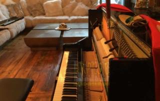 Location piano droit pour l'événementiel à Val d'Isère