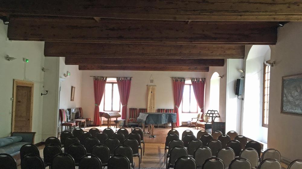 Le prieuré de Talloires, salle mac jannet, conférences et concerts, Tufts University European Center