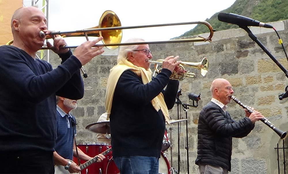 """les Haricots Rouges lors balance son : Pierre Jean (trompette). Christophe Deret (trombone). Alain Meaume (clarinette). Nobert """"Roro"""" Congréga (banjo)"""