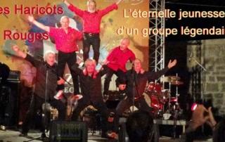 """Les Haricots Rougesen concert à Fort L'Ecluse, Pays de Gex, : Pierre Jean (trompette, piano, accordéon, chant). Christophe Deret (trombone, chant). Alain Meaume (clarinette, chant). Michel Sénamaud (batterie, chant) Alain """"Mumu"""" Huguet (contrebasse,soubassophone, chant). Nobert """"Roro"""" Congréga (banjo, guitare, chant)"""