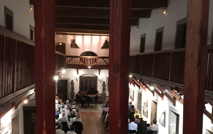 Concert d'Olivier Moulin et Mikiko Gemba Moulin : Grande galerie de l'Abbaye de Talloires