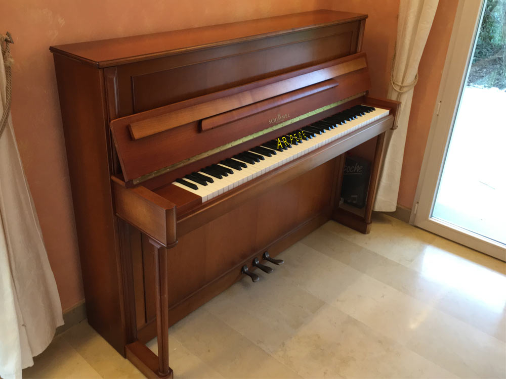 Piano Schimmel 115 finition merisier, fait à Braunsweig, Allemagne
