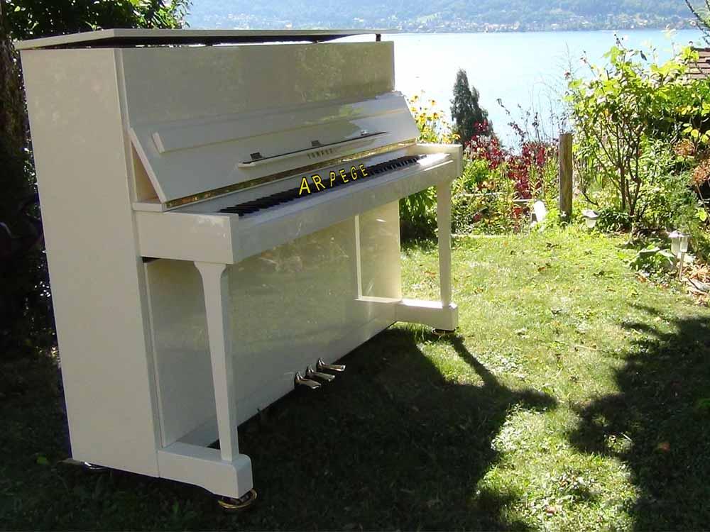 Piano Yamaha E 116, finition blanc brillant