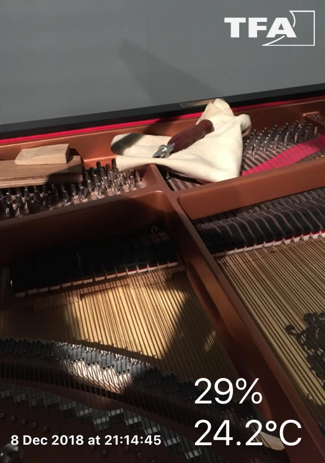 Soins pour piano devenu aphone en raison d'une hygrométrie hors norme