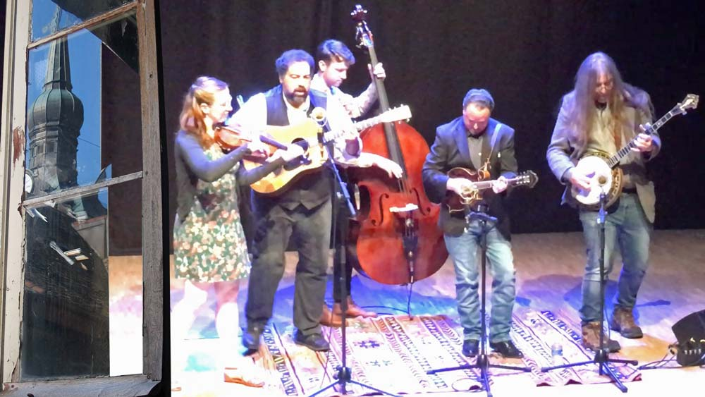 Jeff Scroggings - banjo, Jessy Brock - Mandolin and vocals, Greg Blake - Guitar and vocals, Elie Hakanson - Fiddle and vocals, Nico Humby - Bass and vocals, concert Bluegrass à La Roche sur Foron le 24 mai 2019