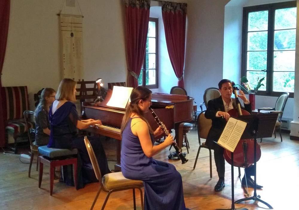 Aliona Tourenko piano Audrey Tupinier clarinett Ivan Tupinier violoncelle des ailes pour Jean Christophe à Tufts - Talloires