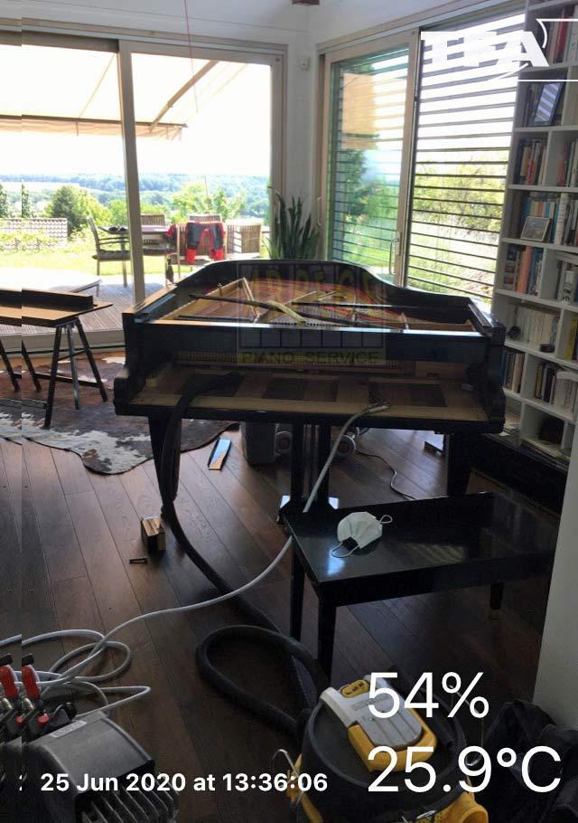 Nettoyage d'un piano à queue