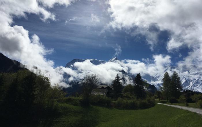 Sur la route de Saint Nicolas de Véroce, pour enregistrement musique pour piano, festival musique et patrimoine en pays du Mont-Blanc